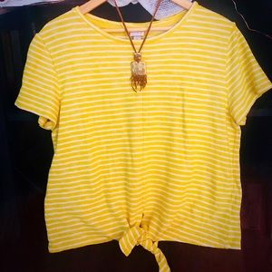 Tops - Adorable yellow and white tie front top